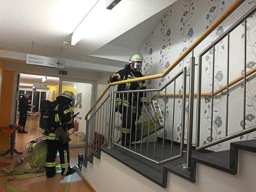 Bei der Übung am Haus Nagoldtal in Hirsau gewann die Feuerwehr wichtige Erkenntnisse, die in die Ausbildung einfließen.   Foto: Stocker Foto: Schwarzwälder Bote