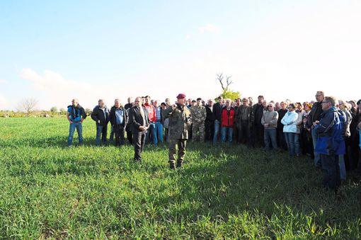 Im Mai 2017 gab es einen Termin für Bürger auf dem Feld, bevor es zur Info-Veranstaltung in die Halle ging.  Foto: Fritsch Foto: Schwarzwälder Bote