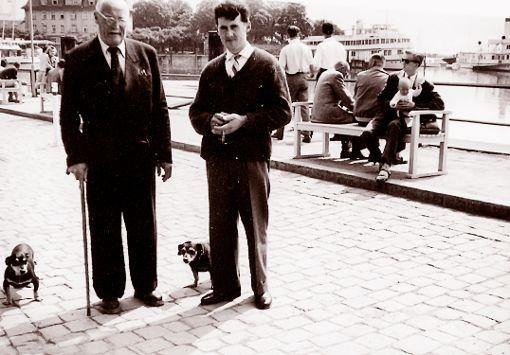 Julius Klink mit Enkel am Lindauer Hafen, aufgenommen in den 60er-Jahren des 20. Jahrhunderts.  Bildrechte: Klaus Fischer, Thanheim Foto: Fischer