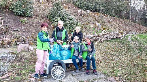Mitglieder der  Bürgeraktion waren in der Stadt unterwegs und sammelten  Müll ein.   Foto: Bürgeraktion Foto: Schwarzwälder Bote