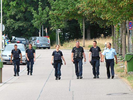 Insgesamt 80 Polizisten waren am Dienstag im Einsatz, um das Wohngebiet in der Nähe der Bombe  zu räumen.   Foto: Schabel