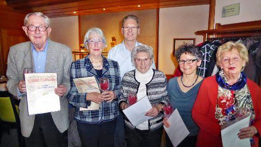Für 20-jährige Mitgliedschaft wurden geehrt (von links): Doris und Wolfgang Groz, Sonja Beutler, Josefine Heinrich und Monika Nagel-Weitz.  Foto: Freundeskreis Foto: Schwarzwälder-Bote
