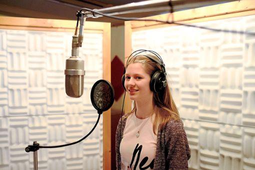 Annalena Klink durfte im Tonstudio eine richtige CD aufnehmen. Foto: Fritsch/Wind/Pardo