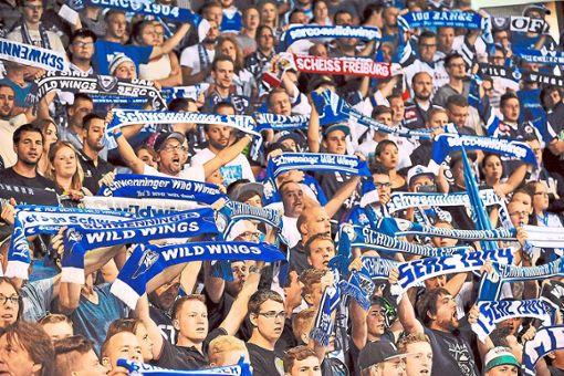 Es ist wieder Eiszeit in Schwenningen - auch die Wild-Wings-Fans freuen sich riesig darauf. Foto: Kienzler