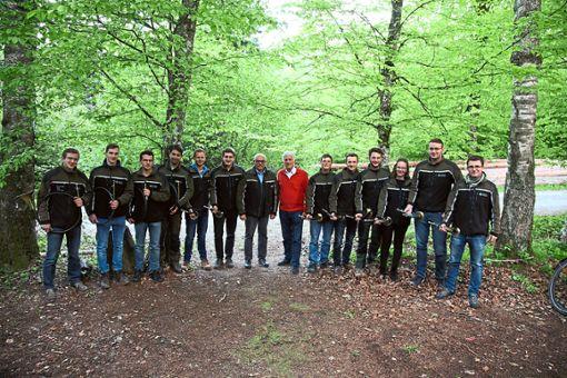 Bastian Kaiser (Siebter von links) und Georg Schirmbeck (Achter von links) mit den Jagdhornbläsern der Hochschule.  Foto: HFR Foto: Schwarzwälder Bote