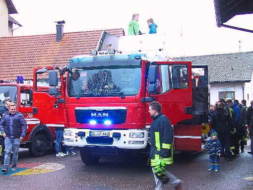 Das neue Feuerwehrfahrzug HLF10 für die Abteilung Heiligenzimmern haben viele Interessierte in Augenschein genommen.  Foto: May Foto: Schwarzwälder-Bote