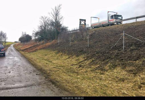 An dieser Stelle entlang der A 81 waren die Diebe am Werk. Foto: Polizei