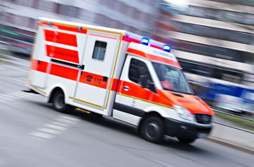 Der 16-Jährige wurde mit schweren Verletzungen in eine Klinik gebracht (Symbolbild). Foto: dpa