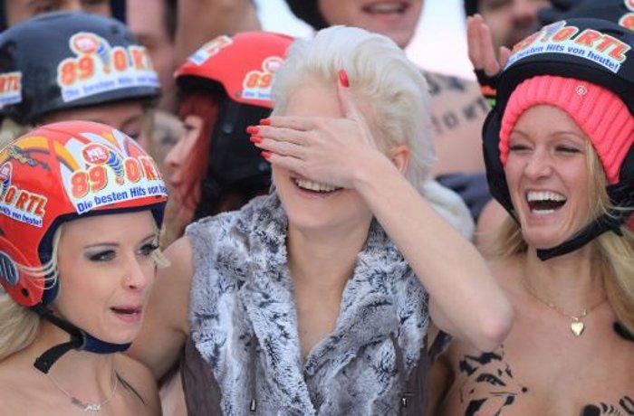 Nacktrodeln mit Melanie Müller: 8000 Zuschauer bei Oben