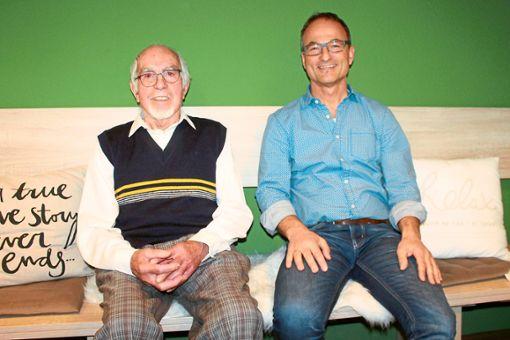 Paul Neumaier (links) und Jürgen Brucker haben die musikalische Ausrichtung der Mühlenbacher Trachtenkapelle in den vergangenen 60 Jahren geprägt.  Foto: Störr Foto: Schwarzwälder Bote