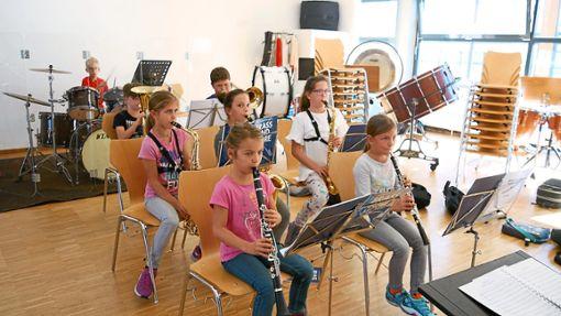 Die Bläserklasse übt für ihren Auftritt am Sonntag.  Foto: Verein Foto: Schwarzwälder Bote