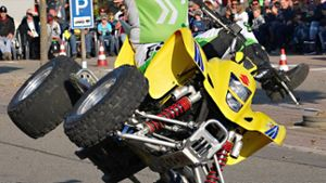 Horb a. N.: Auto-Akrobatik bei Roselly Stunt and Action Show