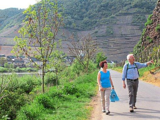 Ministerpräsident Winfried Kretschmann kommt mit seiner Frau in den Nationalpark Schwarzwald.  Foto: Staatsministerium