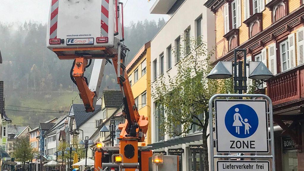 Schramberg: Fußgängerzone erhält wieder weihnachtlichen Glanz - Schramberg - Schwarzwälder Bote