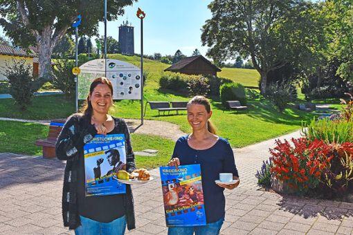 Mitarbeiterinnen der Dobler Kurverwaltung  machen Kino-Werbung.  Foto: Kurverwaltung Foto: Schwarzwälder Bote