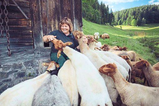 Martina Braun findet sich beim Thema Wolf zwischen zwei Interessengruppen wieder: Einerseits ist sie Grünen-Abgeordnete im Landtag in Baden-Württemberg, andererseits ist sie Landwirtin.  Foto: Mohr