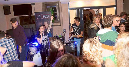 In der Alten Schule spielte das Trio Leeza Coversongs. Foto: Schwarzwälder Bote