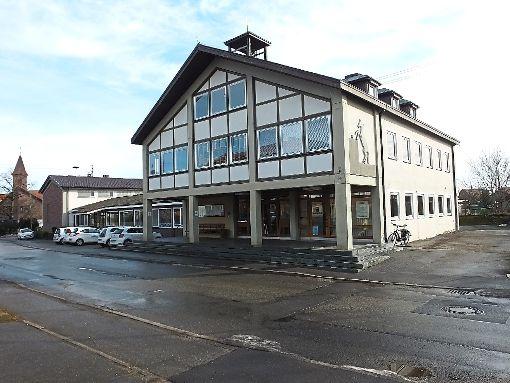 Das alte Rathaus in Liebelsberg soll saniert  und mit der Mehrzweckhalle und dem Zwischenbau Teil des neuen Bürgerzentrums werden.  Archiv-Foto: Stocker Foto: Schwarzwälder-Bote