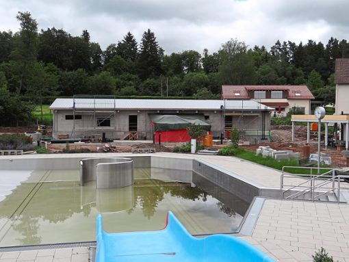 Die Bauarbeiten am und im Technikgebäude haben die erneute Verschiebung der Kneippbad-Eröffnung verursacht. Foto: BVS