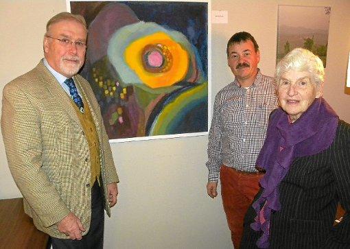 Thomas Liebert (links) und Joachim Seidel danken Hannelore Humble für ihre Großzügigkeit der Bürgerstiftung gegenüber. Foto: Bombardi Foto: Schwarzwälder-Bote