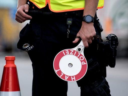 Die Beamten stoppten das Fahrzeug zwischen den Anschlussstellen Engen und Geisingen. (Symbolfoto) Foto: dpa