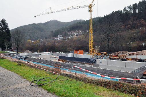 Die Umbau- und Sanierungsarbeiten am Hornberger Freibad laufen planmäßig. Der Gemeinderat hat jetzt zugestimmt, dass die Einrichtung am 1. Januar 2018 zu einem Eigenbetrieb umgewandelt wird.    Foto: Archiv: Kluckert