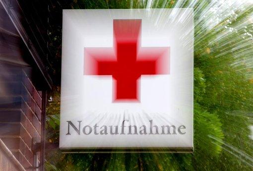 Der Rettungsdienst brachte den Mann schwer verletzt ins Krankenhaus. (Symbolfoto) Foto: dpa