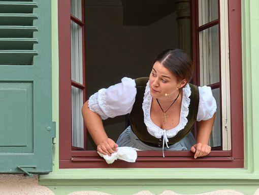 Lea Schmidtke spielt beim Stück des Freien Theaters Bad Liebenzell die Lindenwirtin.  Foto: Zoller Foto: Schwarzwälder Bote
