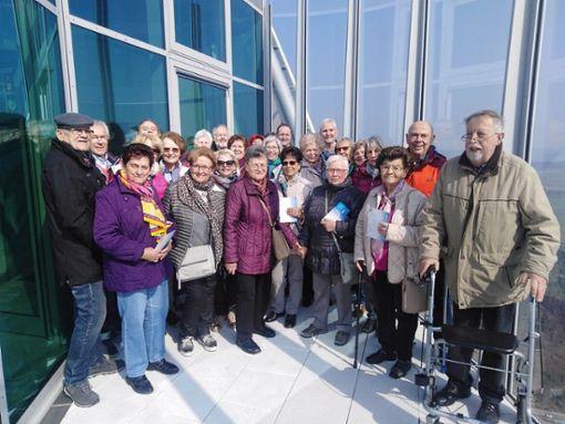 Die Gruppe des Heimatvereins Thanheim hat einen Ausflug zum Thyssen-Krupp-Testturm nach Rottweil unternommen.  Foto: Klaus Bogenschütz Foto: Schwarzwälder Bote