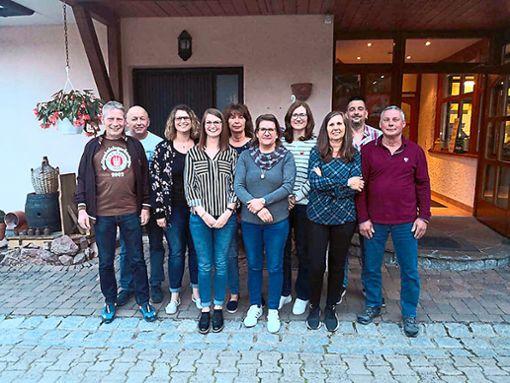 Der Vorstand des TTC Blumberg (von links): Michael Leiße (Schriftführer), Dieter Koulmann (Beisitzer), Verena Basler (Vorsitzende Bereich Sport), Lisa Basler (Pressewartin und stellvertretende Schriftführerin), Christine Schey (Kassenprüferin), Jennifer Micheluzzi (Kassiererin), Sabine Münzer (stellvertretende Kassiererin), Sabine Dittrich (Kassenprüferin), Mike Jegg (Vorsitzender Bereich Verwaltung und Repräsentation) und Dieter Gläser (Beisitzer und Gerätewart).  Foto: TTC Blumberg Foto: Schwarzwälder Bote