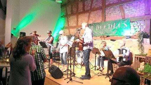 Die Fir Needles sind in der Erlaheimer Kulturscheune aufgetreten und haben die Zuhörer mit Mitklatschen und -singen gebracht.  Foto: Welte Foto: Schwarzwälder-Bote