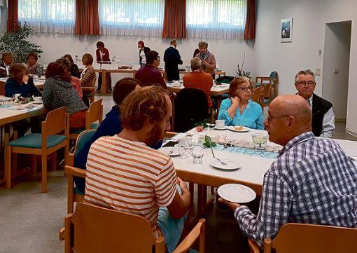 Bei einem Muttertagskaffee präsentierten sich die Kandidatinnen der Alpirsbacher Frauenliste.  Foto: Frauenliste Foto: Schwarzwälder Bote