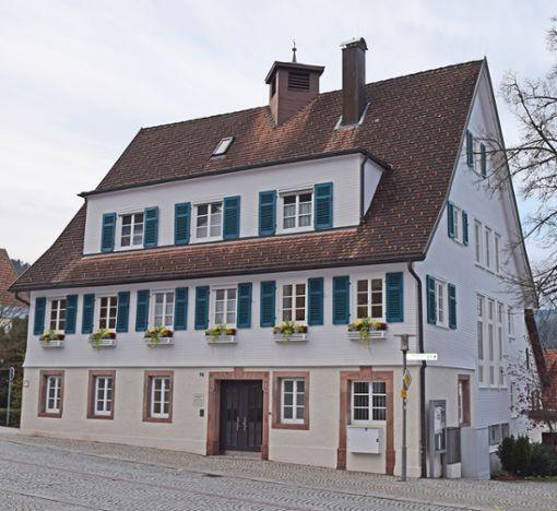 Für den Bürgermeisterposten im Rathaus steht Anfang Juli die Wahl an. Dort tagte am Dienstag auch der Gemeindewahlausschuss.  Foto: Michel
