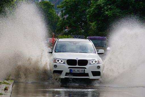 Starkregen setzte vielerorts in Baden-Württemberg Straßen unter Wasser. Foto: dpa