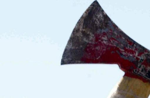 Der 34-Jährige wurde bei dem Angriff mit der Axt nicht verletzt. Symbolbild.  Foto: dpa