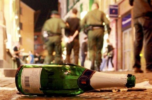 Alkoholkonsum wirkt laut Polizeisprecher Michael Aschenbrenner als regelrechter Katalysator für Gewalt (Symbolbild). Foto: dpa