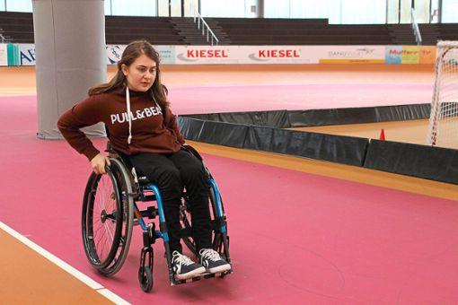 Bei der Rollstuhlstaffel gibt Leonie zum Schluss nochmal alles Foto: Schwarzwälder Bote