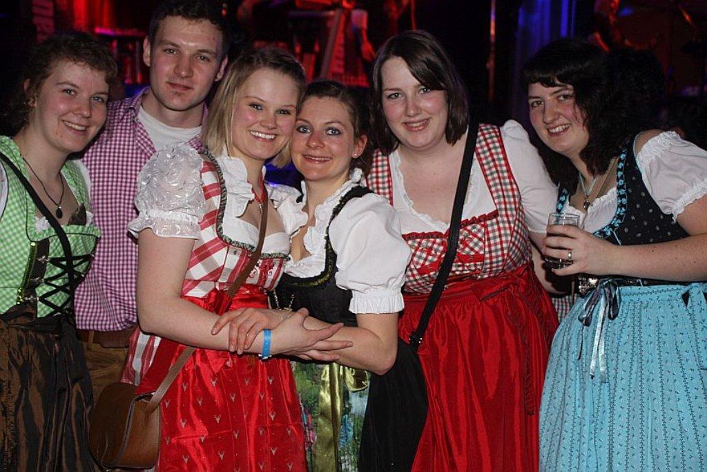 103d35b593c15a Fotostrecke: Schramberg: Oktoberfest-Stimmung bei Dirndl-Party in ...