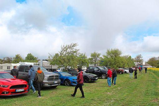 Etwa 40 Fahrzeuge fanden sich zum 3. US-Cartreffen ein. Foto: Bau