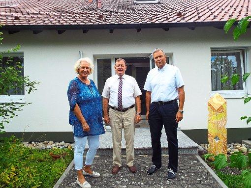 Gisela Schwarz, Beatus Widmann und Christoph Braunmiller (von links) haben auf den offenen Brief aus der Kirchengemeinde Balingen-Ost reagiert.  Foto: Hertle