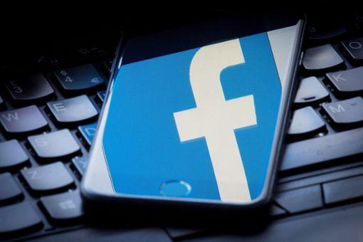 Mal eben einen Kommentar verfassen – das geht auf Facebook schnell. Dass Beleidigungen in der Online-Welt Konsequenzen im realen Leben können, musste nun ein Balinger erfahren.  Foto: Lipinski