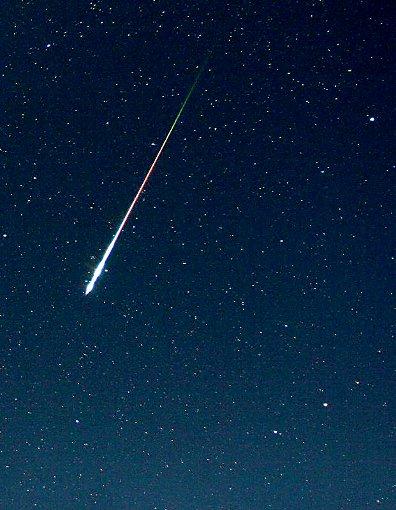 Sternschnuppe am Nachthimmel: Am Wochenende sind die Tränen des Laurentius wieder zu sehen.  Foto: Sternwarte
