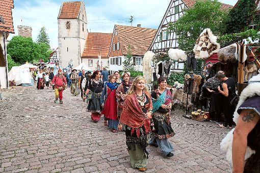 Der große Festumzug am Sonntag bot ein farbenfrohes Bild.  Foto: Fritsch/Schillaci