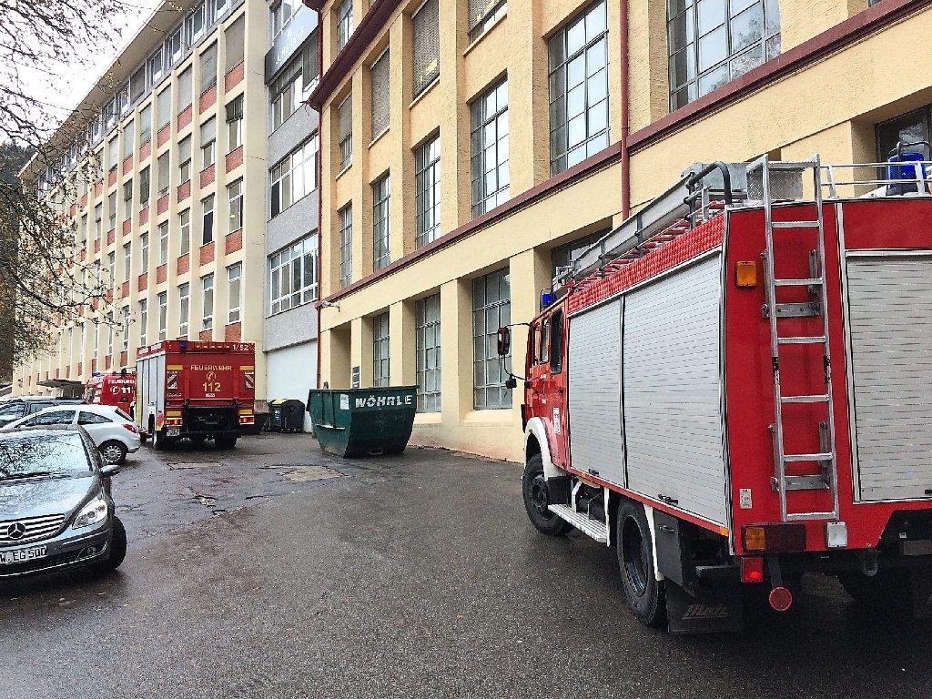 Klettergurt Feuerwehr : Schramberg feuerwehr muss mann aus aufzug befreien