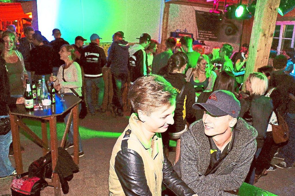 Schönwald: Disco-Party lockt Jugend an - Schönwald - Schwarzwälder Bote