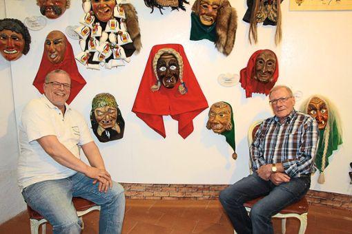 Frank Quade (links) und Peter Goß haben nach getanem Werk  in den Schlossnarrenstuben Bonndorf gut lachen.   Fotos: Narrenzunft Foto: Schwarzwälder Bote