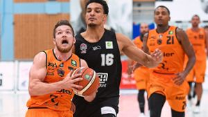 Basketball: Leon Friederici bleibt ein Panther