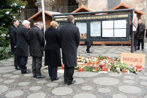 Politiker gedenken am Ort des Anschlages in Berlin der Opfer. Foto: dpa