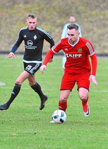Gleich als sehr wertvoll für den FC Holzhausen erwies sich Janik Michel.  Foto: Haag