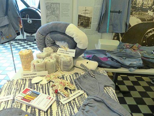 Beim Upcycling-Event im Maschenmuseum werden aus alten Klamotten wahre Schmuckstücke.   Foto: Conzelmann Foto: Schwarzwälder Bote